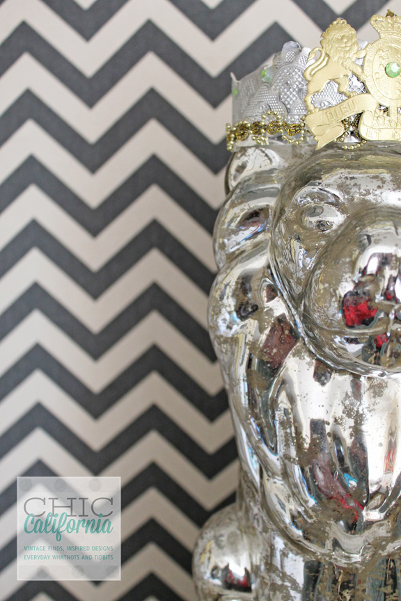 DIY faux wallpaper using starch and fabric