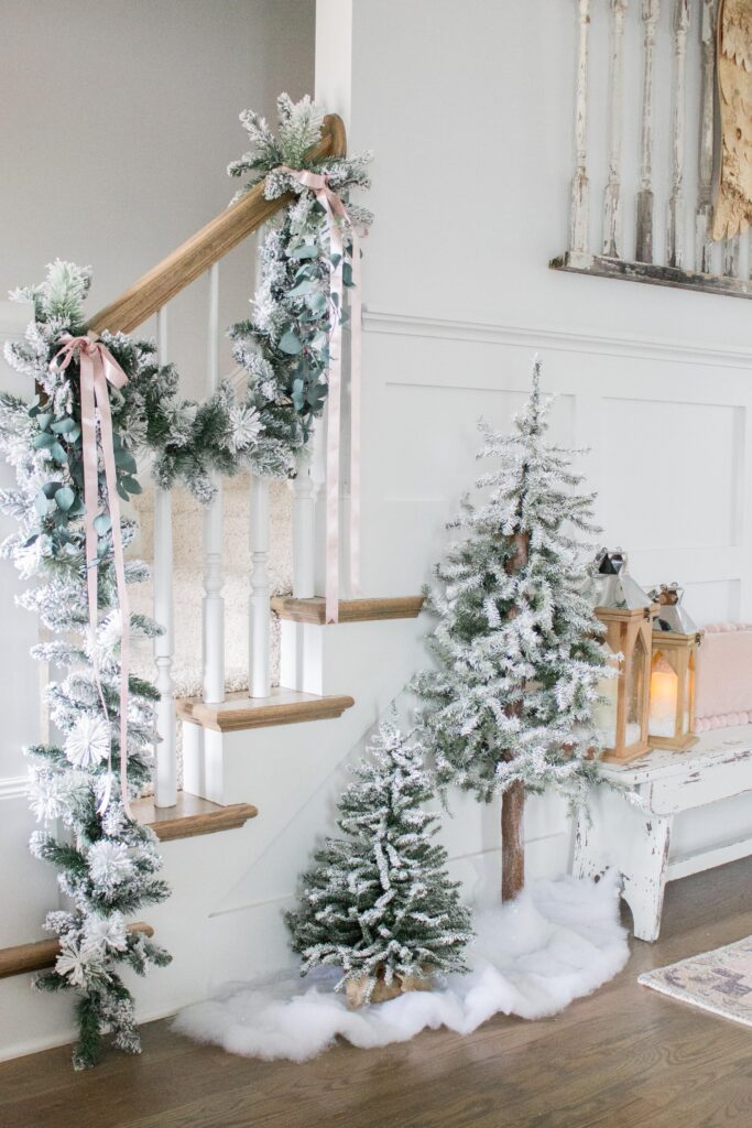 Bright White and Neutral Christmas Decor