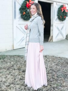 Joanna Gaines Inspired Christmas Outfit | Light and Airy Christmas Outfit | Pink and Gray Holiday Outfit | AE Home & Style (Chic California)