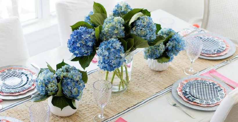 Need a little inspiration for your Mother's Day Table Decor? I've got you covered with this simple and elegant Mother's Day tablescape.| www.aehomestylelife.com #mothersday #mothersdaydecor #flowercenterpiece #springtable #mothersdaybrunch #mothersdaybrunchdecorations