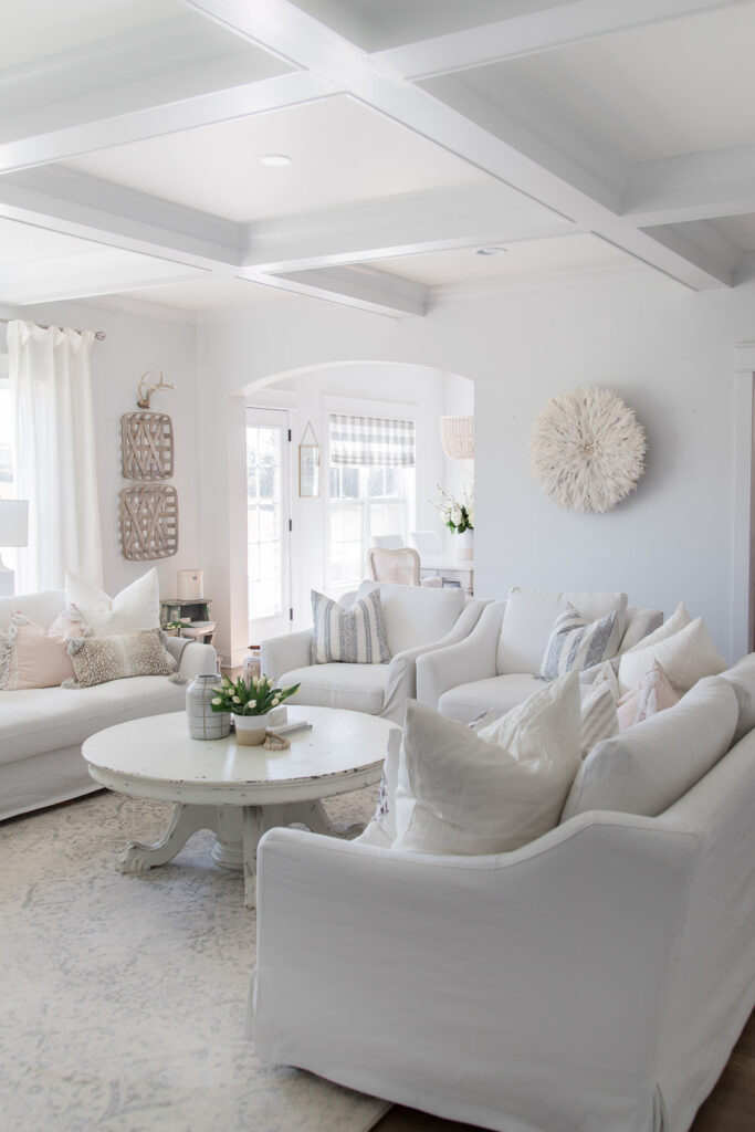 Do you love white bright spaces? You are going to love this Light and Bright Spring Home Tour and spring decorating ideas | Adrienne Elizabeth Home Style Life| #springhometour #springdecor #whitedecor #modernfarmhouse #modernfarmhousestyle #springflowers #springdecorideas #jujuhat #jillianharrisstyle #monikahibbsstyle #whitecouch #studiomcgeestyle #tobaccobasket #vintagedecor