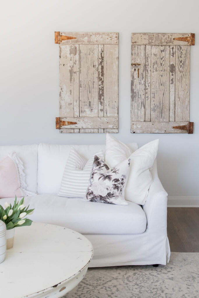 Do you love white bright spaces? You are going to love this Light and Bright Spring Home Tour and spring decorating ideas | Adrienne Elizabeth Home Style Life| #springhometour #springdecor #whitedecor #modernfarmhouse #modernfarmhousestyle #springflowers #springdecorideas #barndoor #jillianharrisstyle #monikahibbsstyle #whitecouch #studiomcgeestyle #modernfarmhousedecor #vintagedecor