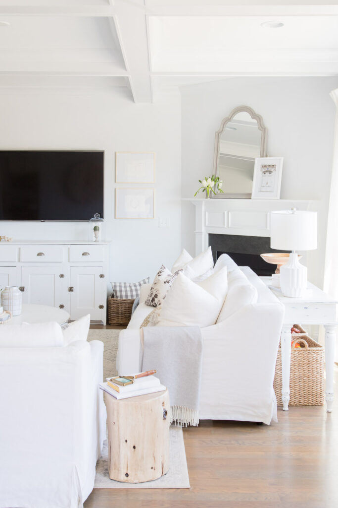 Do you love white bright spaces? You are going to love this Light and Bright Spring Home Tour and spring decorating ideas | Adrienne Elizabeth Home Style Life| #springhometour #springdecor #whitedecor #modernfarmhouse #modernfarmhousestyle #springflowers #springdecorideas #floralpillow #jillianharrisstyle #monikahibbsstyle #whitecouch #studiomcgeestyle #ikeacouch #farlovcouch #vintagedecor