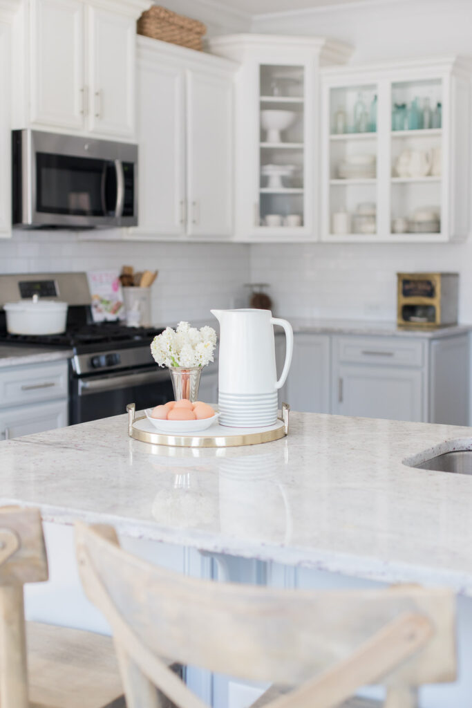 Do you love white bright spaces? You are going to love this Light and Bright Spring Home Tour and spring decorating ideas | Adrienne Elizabeth Home Style Life| #springhometour #springdecor #whitedecor #modernfarmhouse #modernfarmhousestyle #springflowers #springdecorideas #whitekitchen #jillianharrisstyle #monikahibbsstyle #studiomcgeestyle #frenchcountry #vintagedecor