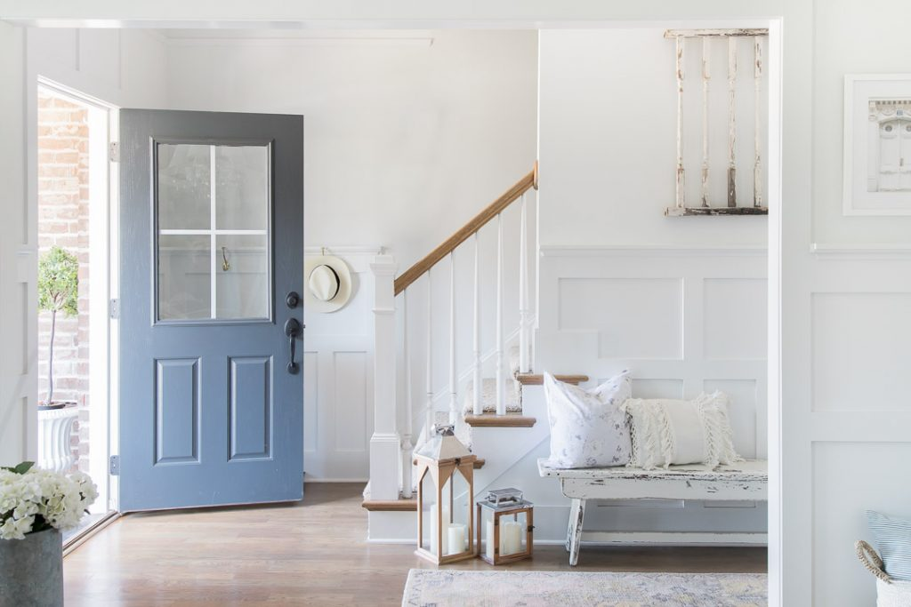 Do you love white bright spaces? You are going to love this Light and Bright Spring Home Tour and spring decorating ideas | Adrienne Elizabeth Home Style Life| #springhometour #springdecor #whitedecor #modernfarmhouse #modernfarmhousestyle #springflowers #springdecorideas