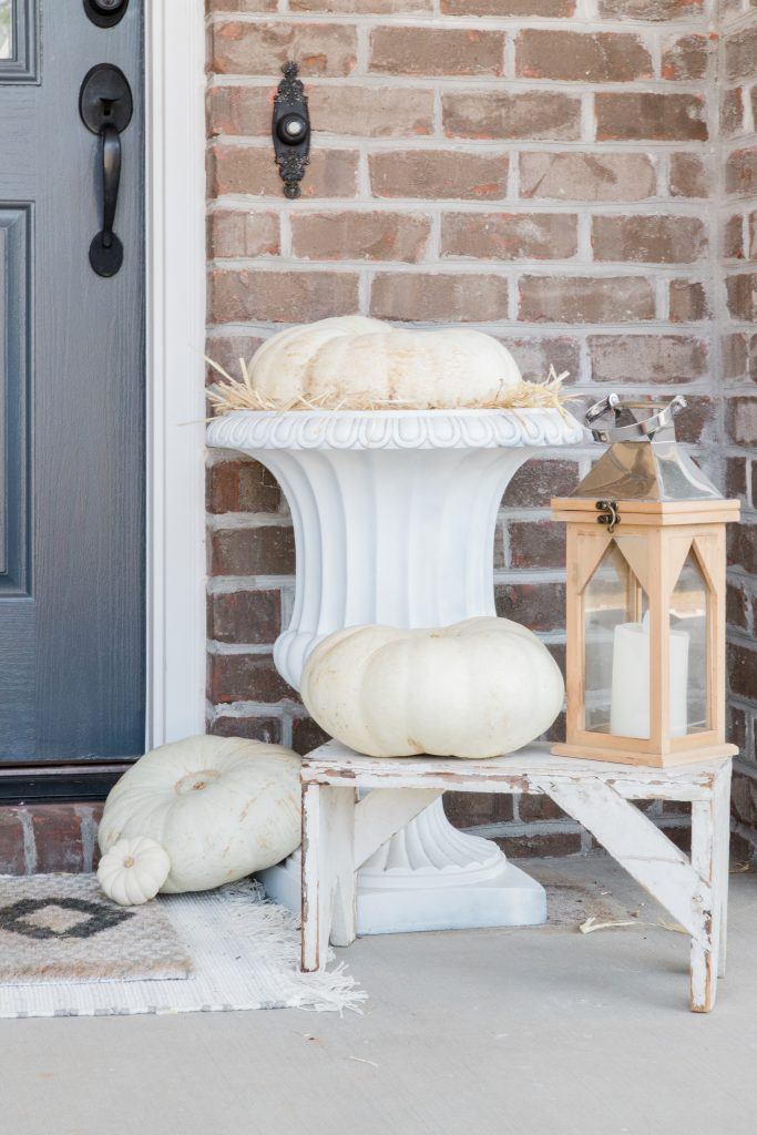 Front Porch Decor for Fall with white pumpkins | AEHOMESTYLELIFE.com | #whitepumpkins #frontporchdecor #fallfrontporch #fallporchdecor #falldecor #pumpkindecor