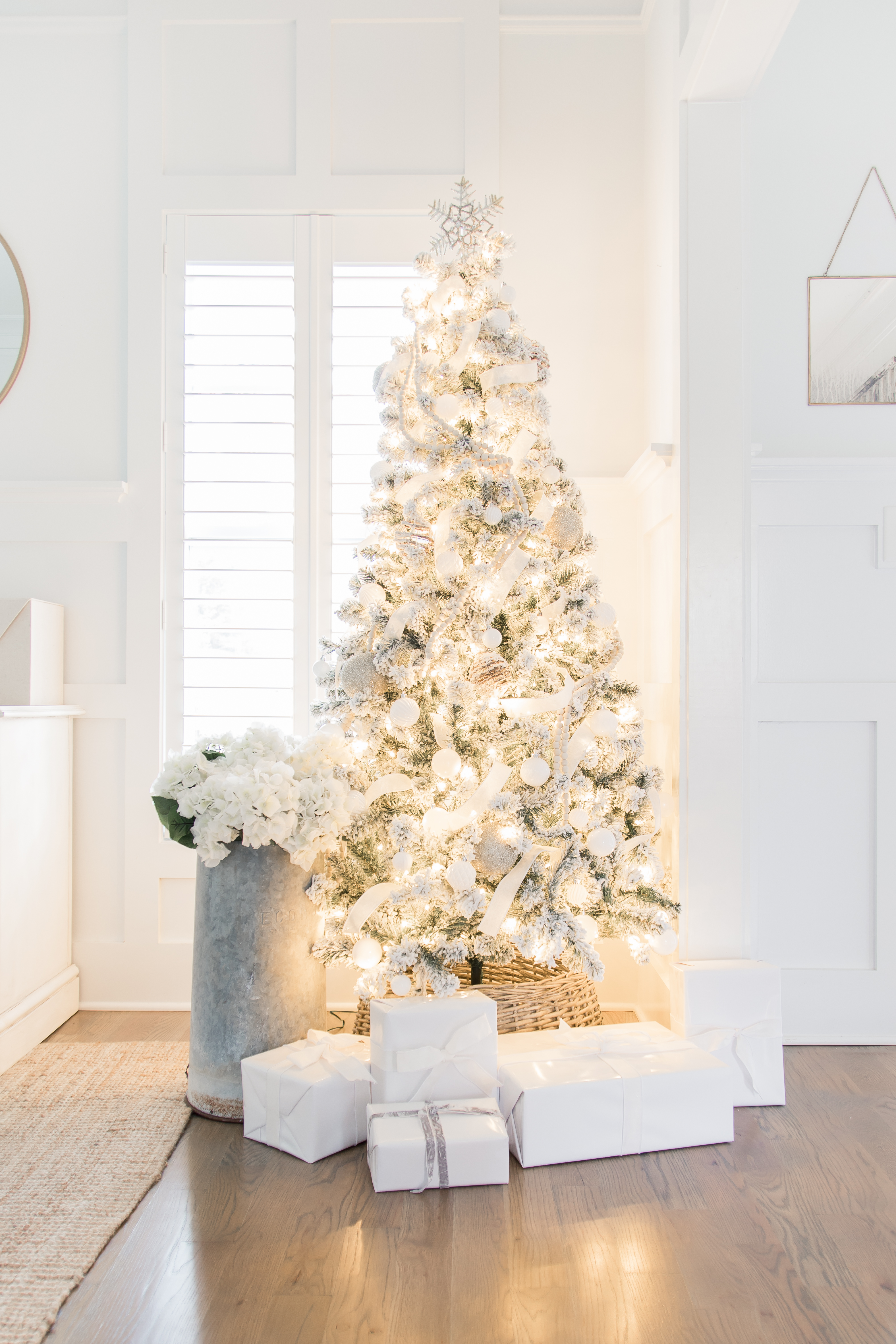 Woods and White Christmas Tree Decor |King of Christmas Prince Flock | AE Home Style Life | #christmastree #flockedtree #christmastreedecor #christmastreeornaments #flockedtreedecor